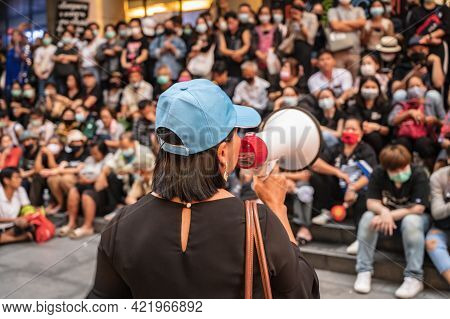 Bangkok/thailand-29/10/2020:anti-government Mob Protester Speech In Front Of Silom Complex With The