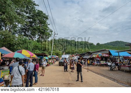 Loei/thailand-23 Oct 2020:unacquainted People At The Chiangkhan Skywalk Entrance Or Phu Phra Yai.chi