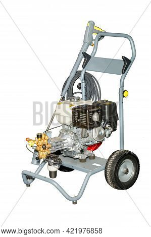 Gasoline Mobile High Pressure Cleaner With A Powerful Gasoline Internal Combustion Engine.