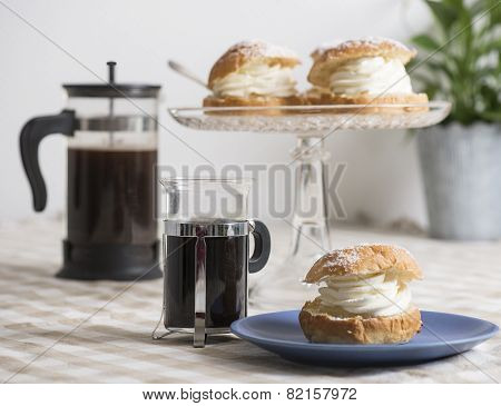 Coffee Break With Almond Bun