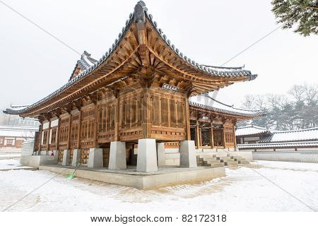 Beautiful Gyeongbok Palace In Soul, South Korea - Under Snow, Winter
