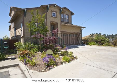House on a hill with a view in Richmond California.