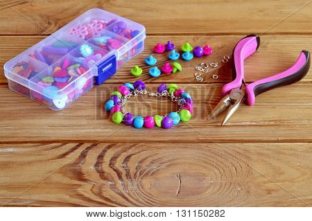 Hand bracelet. Button diy for kids. Idea for cool arts and crafts project. Using buttons for fun project. Button craft. Easy make a bracelet.