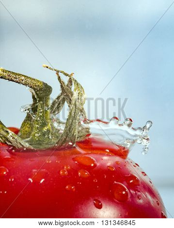 a drop of water drops on a tomato