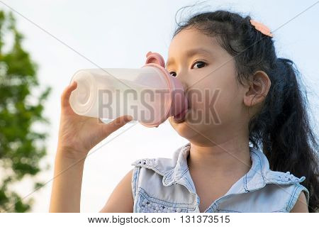Asia Little Girl Drinkink Water