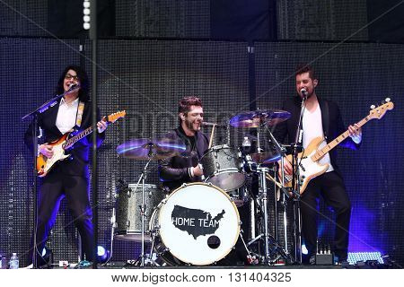 KISSIMMEE, FL-MAR 19: Singer Thomas Rhett (C) performs onstage at the Runaway Country Music Fest at Osceola Heritage Park on March 19, 2016 in Kissimmee, Florida.