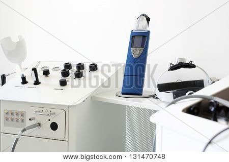 Equipment laryngological diagnostic for hearing tests .
