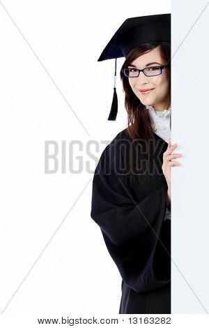 Pädagogische Thema: Studium Student Mädchen in einer akademischen Kleid hält eine Plakat. Wh isoliert