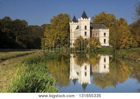 Beverweerd castle in autumn colors reflecting in de Kromme Rijn river