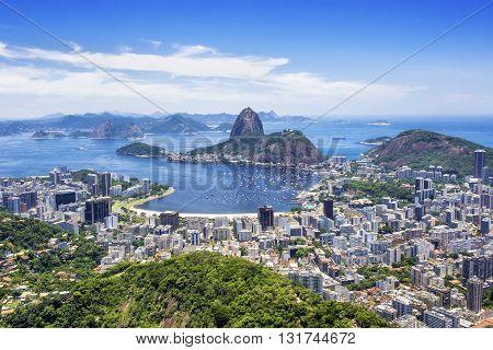 Sugar Loaf Mountain and Rio de Janeiro cityscape, Rio de Janeiro, Brazil.