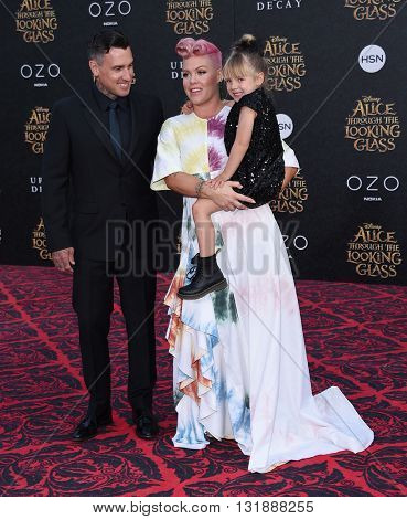 LOS ANGELES - MAY 23:  Pink, Carey Hart and Willow Hart arrives to the