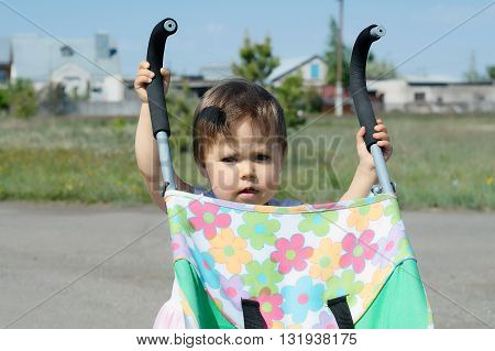 Baby child self settling and wheeling own perambulator