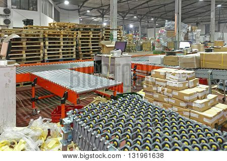 Sorting Cargo and Delivery in Distribution Warehouse