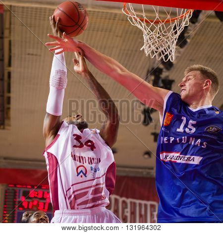 Bc Krasnye Krylia Guard Bracey Wright (34) Shoots Over A Defender