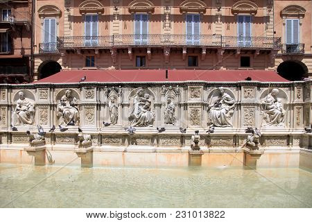 Beautiful Fountain Fonte Gaia (fountain Of Joy) On Central Square Piazza Del Campo Of Siena, Tuscany