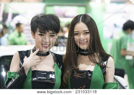 Bangkok-thailand-3 December 2017: Unidentified Female Presenters Model At Motor Show Muangthong 2017