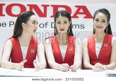 Bangkok-thailand-3 December 2017: Unidentified Female Presenters Model  Honda Boot At Motor Show Mua