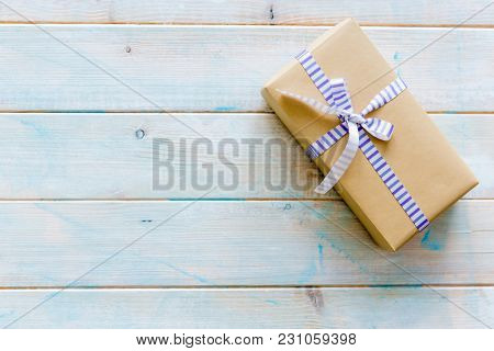 Craft paper gift box with bow