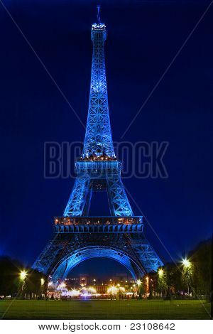 PARIS - MARCH 16: Eiffel Tower Light Show at dusk with invalides palace on March 16, 2010 in Paris,
