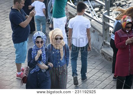 Istanbul Turkey 05 July 2017 Women In Hijab Walking On The Embankment