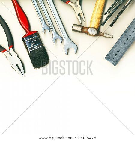 Un conjunto de herramientas - aislados en fondo blanco