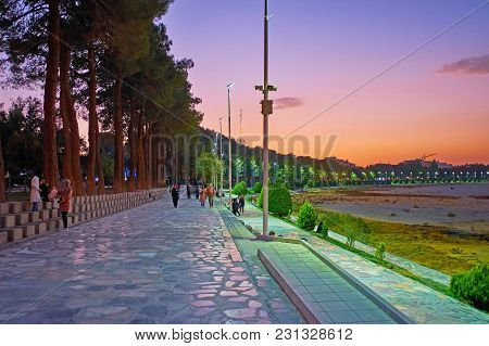 Isfahan, Iran - October 20, 2017: The Riverside Moshtagh-e Aval Park Is Nice Place For The Evening W