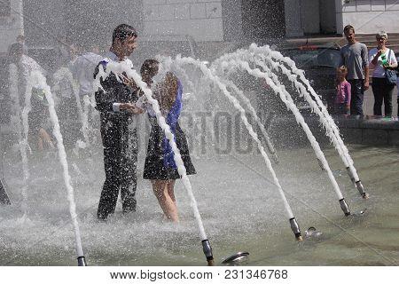 Kiev, Ukraine - May 27, 2016: Kiev Graduates Bathe In Fountains