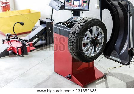 Car Maintenance And Service Center. Vehicle Tire  Repair And Replacement Equipment.  Seasonal Tire C