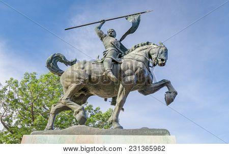 Statue Of El Cid At Plaza De Panama