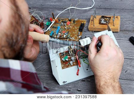 The Master On Repair Of The Radio Electronic Equipment Removed The Payment Scheme From The Electroni