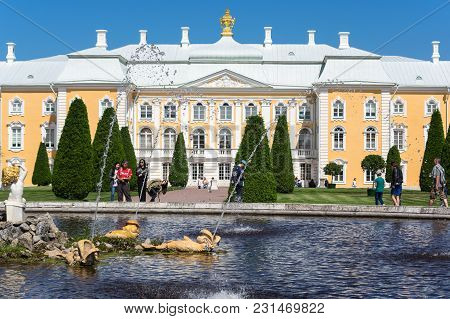 Saint- Petersburg, Russia - July 11, 2016: Grand  Palace And Fountain In The Upper Garden Of Petrodv