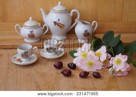 Medicinal Plants - Eglantine - Flowers, Fruits And Porcelain Cups