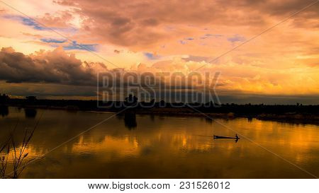 Soft Focus Of Silhouette Sunshine In The Evening,have Fisherman Boating, Sunshine Background