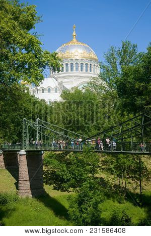 Saint Petersburg, Russia - July 18, 2015: Suspension Bridge (makarovsky) And The Dome Of St. Nichola