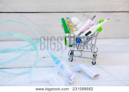 Sterile Albuterol Sulfate Vials With Nebulizer And Mouthpiece And Shopping Cart With Tablets