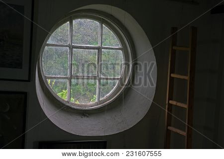 Lattice Round Window