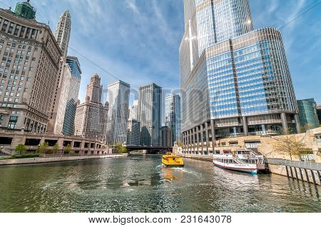 Chicago, Illinois, Usa - April 13, 2012: View Of Chicago Skyscrapers With Watertaxi And Wendell Sigh