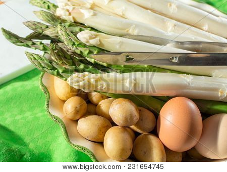 Raw Uncooked Fresh White And Green Asparagus High Quality With Potatoes, Ready To Cook For Dinner Cl