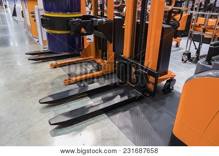 The Industrial Handlift Equipment For Warehouse ; Support Device