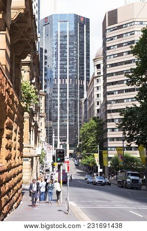 Sydney, Australia - Nov 10, 2017: Pedestrians Stroll Along    Bridge Street Near The Botanical Garde