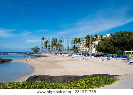 Mauna Lani Bay, Hawaii - January 5, 2018: People Vacationing Enjoy The Warm Blue Water On A Nice, Cl