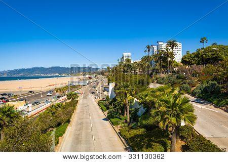 Santa Monica, California, Usa - April 10, 2019: Santa Monica Beach On A Sunny Day In Los Angeles, Ca