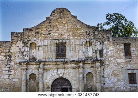 Alamo Mission Facade San Antonio Texas. Site 1836 Battle Between Texas Patriots, Such As Travis, Bow
