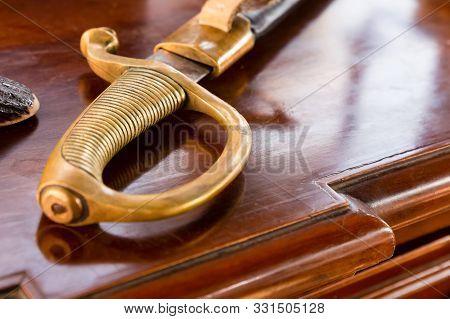Corsair Weapon Saber Golden Sharp Old Combat Close-up Pen Hilt Arm Protection