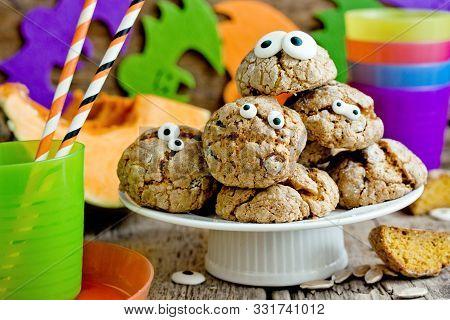 Halloween Monster Eye Cookies , Pumpkin Cookies With Candy Eyeball For Kids Treat