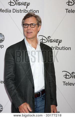 LOS ANGELES - MAY 20:  Henry Czerny arrives at the ABC / Disney International Upfronts at Walt Disney Studios Lot on May 20, 2012 in Burbank, CA
