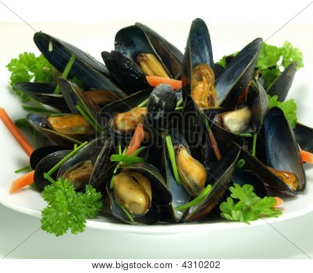 Garnished Steamed Mussels