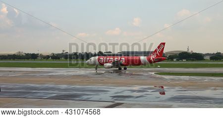 Don-mueang, Bangkok - May, 2018 : Don-mueang International Airport View, Airplane Taxi In Taxiway To