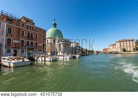 Venice, Canal Grande (grand Canal) And The Church Of San Simeon Piccolo Or Santi Simeone E Giuda In