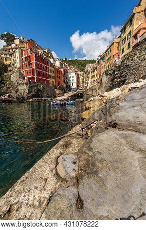 The Famous Riomaggiore Village, Cinque Terre National Park In Liguria, La Spezia, Italy, Europe. Une